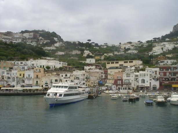 Booking Hotel in Capri